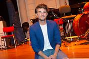 Uitreiking Méér Muziek in de Klas  Award Beste Ringtone door Wibi Soerjadi in het concertgebouw in Amsterdam. De kinderen componeerden zelf een ringtone die door een speciaal ensemble van het Metropole Orkest in het Concertgebouw zal worden gespeeld.<br /> <br /> Op de foto:  Buddy Vedder