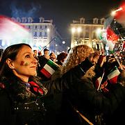 Torino 2006, folla in Piazza Castello (Medal Plaza) assiste alle cerimonie serali di premiazione dei XX Giochi olimpici invernali