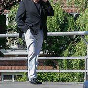 NLD/Amsterdam/20120525 - Harry Mens loopt bellend op straat in Amsterdam
