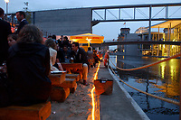 03 JUL 2003, BERLIN/GERMANY:<br /> Sommerumtrunk der Zeitschrift Berliner Republik, Links: Spree, Reichstagsgebaeude und Paul-Loebe-Haus, BundesPresseStrand<br /> IMAGE: 20030703-05-008<br /> KEYWORDS: Sommerfest, Gastronomie, Bar, Paul-Löbe-Haus