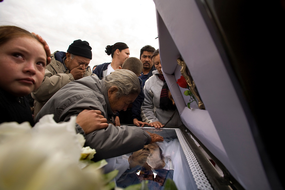 A funeral of a Mexican policeman that was assassination in Juarez Mexico by members of one of drug cartels that fight for controlling the city Thursday December 18,2008