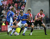 Photo: Andrew Unwin.<br /> Sunderland v Birmingham City. Coca Cola Championship. 09/08/2006.<br /> Sunderland's Dean Whitehead (#8) tries to win the ball.