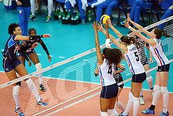 18-06-2016 ITA: World Grand Prix Italie - Nederland, Bari<br /> Nederland wint opnieuw van Italie, het ging moeizaam maar de 3-1 winst was genoeg / Valentina Diouf #17 of Italie, Celeste Plak #4, Robin de Kruijf #5, Lonneke Sloetjes #10<br /> <br /> <br /> ***NETHERLANDS ONLY***
