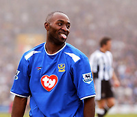 Fotball<br /> Premier League 2004/05<br /> Portsmouth v Newcastle<br /> 19. mars 2005<br /> Foto: Digitalsport<br /> NORWAY ONLY<br /> Portsmouth's Lua Lua shows his feelings to the fans.