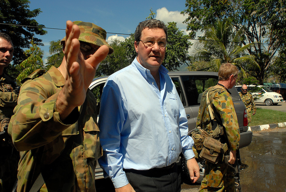 Alexander Downer makes a flying visit to Dili. 03/06/06