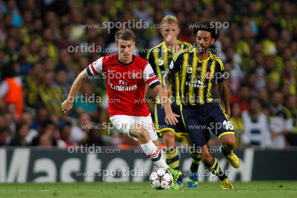 27.08.2013, Emirates Stadion, London, ENG, UEFA CL Qualifikation, FC Arsenal vs Fenerbahce Istanbul, Rueckspiel, im Bild Arsenal's Aaron Ramsey runs with the ball during the UEFA Champions League Qualifier second leg match between FC Arsenal and Fenerbahce Istanbul at the Emirates Stadium, United Kingdom on 2013/08/27. EXPA Pictures © 2013, PhotoCredit: EXPA/ Mitchell Gunn<br /> <br /> ***** ATTENTION - OUT OF GBR *****