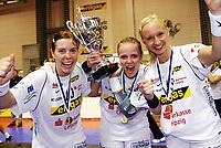 Håndball<br /> DHB Pokal<br /> 28.04.2007<br /> Foto: imago/Digitalsport<br /> NORWAY ONLY<br /> <br /> HC Leipzig ist Pokalsieger 2007, die Spielerinnen präsentieren den Pokal, v.li.: Else Marthe Sørlie Lybekk, Ragnhild Sørlie und  Ingrida Radzeviciute
