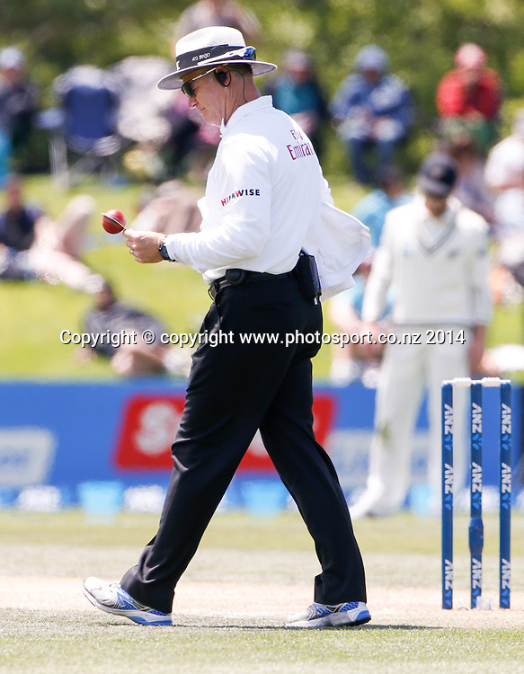Umpire Bruce Oxenford checks the shape of the ball. Day 3, ANZ Boxing Day Cricket Test, New Zealand Black Caps v Sri Lanka, 28 December 2014, Hagley Oval, Christchurch, New Zealand. Photo: John Cowpland / www.photosport.co.nz