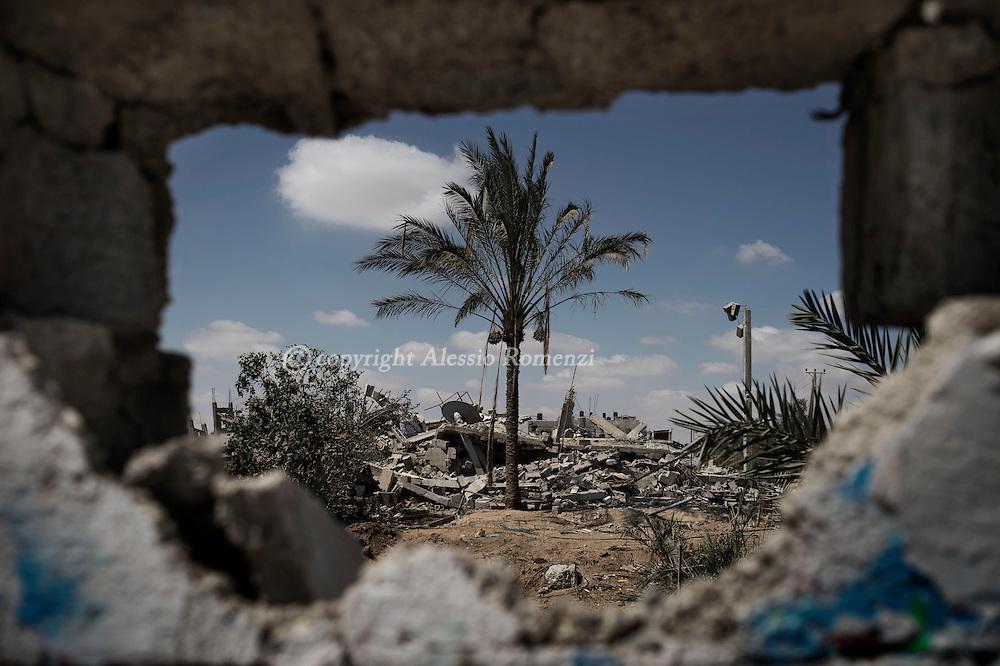 Gaza Strip, Khuza'a: Destruction in Khuza'a village is seen through a damage wall on August 3, 2014. ALESSIO ROMENZI