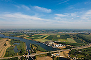 Nederland, Gelderland, Gemeente Brakel, 08-07-2010; Buitenpolder Het Munnikeland, links de Afgedamde Maas, aan de horizon de Waal. Onder in beeld de Maasdam en de Wilhelminasluis bij Andel. In het kader van het programma Ruimte voor de Rivier zijn er plannen om de polder weer als komgebied te gaan gebruiken voor de opvang van water bij hoge waterstanden. De Waalkade wordt verlaagd. Er komt een nieuwe dijk, parallel aan en links van Den Nieuwendijk (geheel rechts). .Polder Munnikenland, river Waal at the horizon, left old arm river Meuse. Under the program 'space for the river', there are plans to use the polder as retaining basin during high water. The height of the dike of the river Waal (right) will be reduced. A new dike to the left of the existing dike (on the right, with trees) will be constructed..luchtfoto (toeslag), aerial photo (additional fee required).foto/photo Siebe Swart