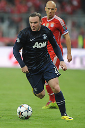 09.04.2014, Allianz Arena, Muenchen, GER, UEFA CL, FC Bayern Muenchen vs Manchester United, Viertelfinale, Rueckspiel, im Bild Wayne Rooney (Manchester United) vor Arjen Robben (FC Bayern Muenchen) // during the UEFA Champions League Round of 8, 2nd Leg match between FC Bayern Muenchen and Manchester United at the Allianz Arena in Muenchen, Germany on 2014/04/09. EXPA Pictures &copy; 2014, PhotoCredit: EXPA/ Eibner-Pressefoto/ Stuetzle<br /> <br /> *****ATTENTION - OUT of GER*****