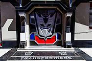 Algunos propietarios hacen realidad sus fantasías de pequeños, en este caso el motivo principal de la casa es Optimus Prime de Transformers.
