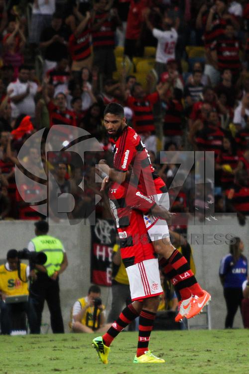 RIO DE JANEIRO, 04.05.2014 - Alecsandro do Flamengo comemora seu segundo gol com Wallace durante o jogo contra Palmeiras pela terceira rodada do Campeonato Brasileiro disputado neste domingo no Maracanã. (Foto: Néstor J. Beremblum / Brazil Photo Press)
