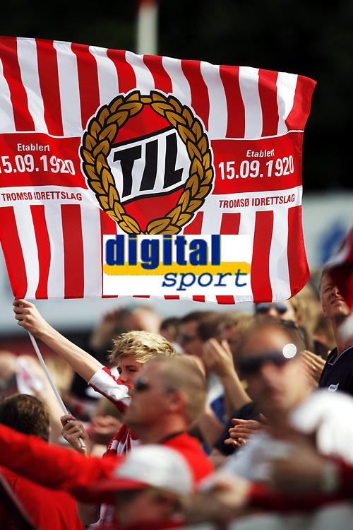 Fotball , 5. juni 2010 , Tippeligaen , Eliteserien<br /> Str&oslash;msgodset - Troms&oslash;  2-1<br /> <br /> <br /> illustrasjon , isberget, flagg , publikum , fan , fans