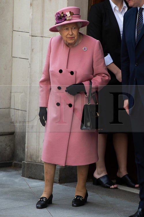 © Licensed to London News Pictures. 19/03/2019. London, UK. Queen Elizabeth II (L) and Kate Duchess of Cambridge (R) visit King's College to open Bush House, the latest education and learning facilities on the Strand Campus. Photo credit: Ray Tang/LNP