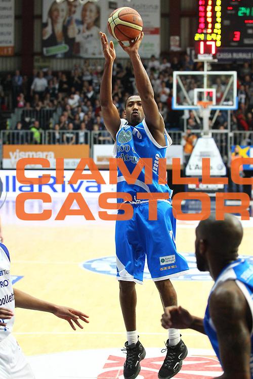 DESCRIZIONE : Cantu Lega A 2012-13 cheBolletta Cantu Banco di Sardegna Sassari<br /> GIOCATORE : Bootsy Thornton<br /> CATEGORIA : Tiro<br /> SQUADRA : Banco di Sardegna Sassari<br /> EVENTO : Campionato Lega A 2012-2013<br /> GARA : cheBolletta Cantu Banco di Sardegna Sassari<br /> DATA : 03/02/2013<br /> SPORT : Pallacanestro <br /> AUTORE : Agenzia Ciamillo-Castoria/G.Cottini<br /> Galleria : Lega Basket A 2012-2013  <br /> Fotonotizia : Cantu Lega A 2012-13 cheBolletta Cantu Banco di Sardegna Sassari<br /> Predefinita :