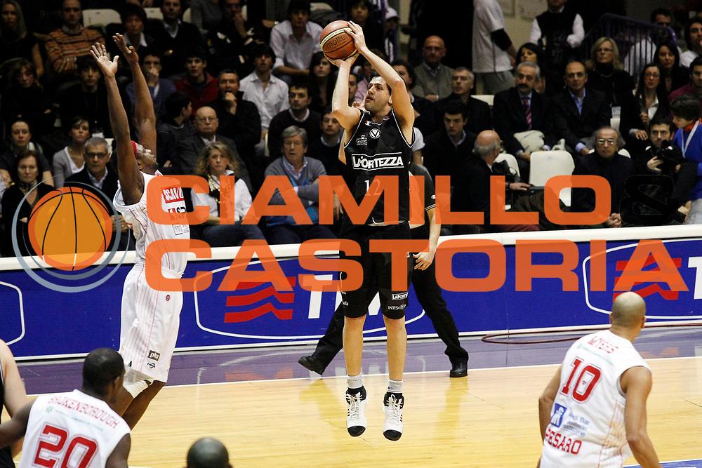DESCRIZIONE : Bologna Final Eight 2008 Semifinale Scavolini Spar Pesaro La Fortezza Virtus Bologna <br /> GIOCATORE : Guilherme Giovannoni<br /> SQUADRA : La Fortezza Virtus Bologna <br /> EVENTO : Tim Cup Basket For Life Coppa Italia Final Eight 2008 <br /> GARA : Scavolini Spar Pesaro La Fortezza Virtus Bologna<br /> DATA : 09/02/2008 <br /> CATEGORIA : Tiro Three Points<br /> SPORT : Pallacanestro <br /> AUTORE : Agenzia Ciamillo-Castoria/G.Cottini