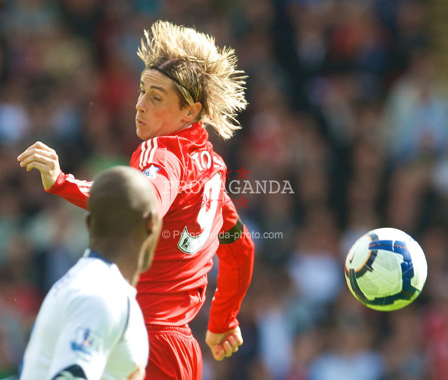 BOLTON, ENGLAND - Saturday, August 29, 2009: Liverpool's Fernando Torres in action against Bolton Wanderers during the Premiership match at the Reebok Stadium. (Photo by David Rawcliffe/Propaganda)