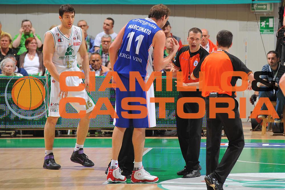 DESCRIZIONE : Siena Lega A 2010-11 Finale Play off Gara 1 Montepaschi Siena Bennet Cantu<br /> GIOCATORE : Arbitro <br /> CATEGORIA : Referee<br /> SQUADRA : <br /> EVENTO : Campionato Lega A 2010-2011<br /> GARA : Montepaschi Siena Bennet Cantu<br /> DATA : 11/06/2011<br /> SPORT : Pallacanestro<br /> AUTORE : Agenzia Ciamillo-Castoria/GiulioCiamillo<br /> Galleria : Lega Basket A 2010-2011<br /> Fotonotizia : Siena Lega A 2010-11 Finale Play off Gara 1 Montepaschi Siena Bennet Cantu<br /> Predefinita :