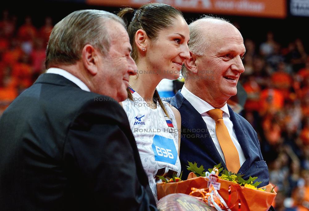 04-10-2015 NED: Volleyball European Championship Final Nederland - Rusland, Rotterdam<br /> Nederland verliest kansloos met 3-0 van het sterke Rusland / Tatiana Kosheleva #15, Jan Kos, Andre meyer