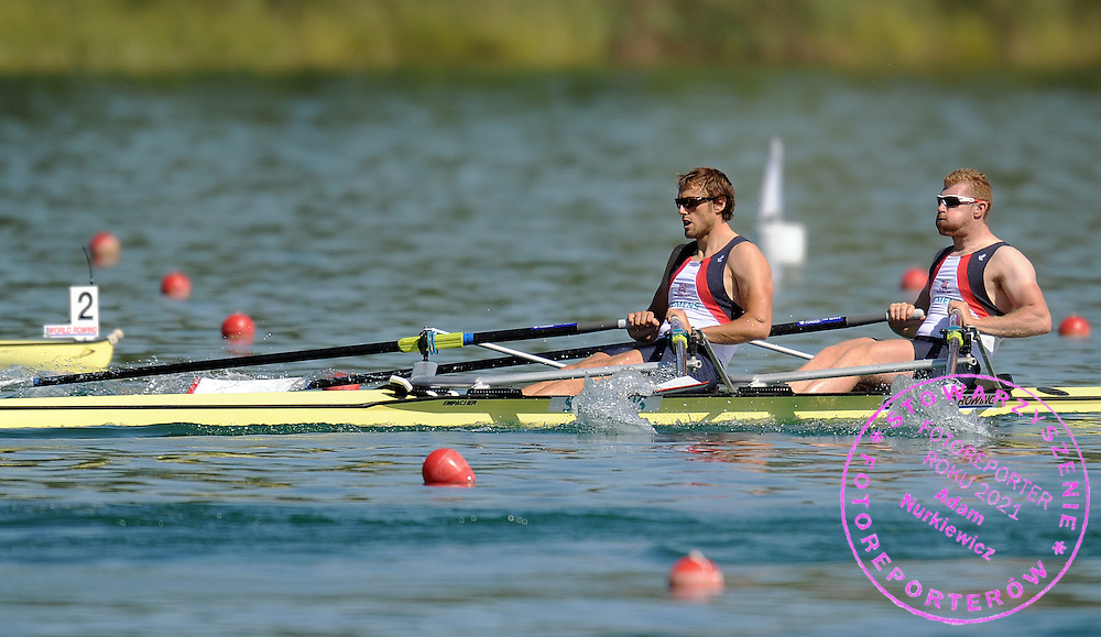 (L) STEPHEN ROWBOTHAM & MATTHEW WELLS (BOTH GREAT BRITAIN) COMPETE AT MEN'S DOUBLE SCULLS HEAT DURING DAY 1 FISA ROWING WORLD CUP ON ESTANY LAKE IN BANYOLES, SPAIN...BANYOLES , SPAIN , MAY 29, 2009..( PHOTO BY ADAM NURKIEWICZ / MEDIASPORT )..PICTURE ALSO AVAIBLE IN RAW OR TIFF FORMAT ON SPECIAL REQUEST.
