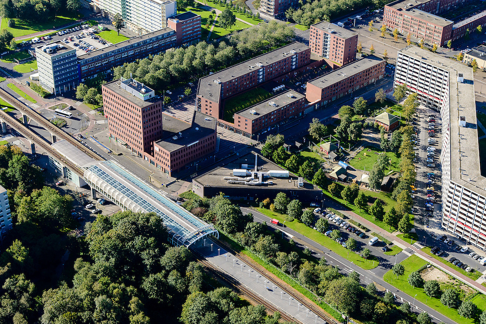 Nederland, Noord-Holland, Amsterdam, 27-09-2015; Amsterdam Zuidoost, Bijlmermeer. Voormalige G-buurt met metro station Ganzenhoef en Bijlmerdreef. Delen van de karateristieke honingraat-flats zijn in het kader de stadsvernieuwing gesloopt om plaats te maken voor kleinschaliger flats en eengezinswoningen.<br /> South East-Amsterdam (Bijlmermeer). The characteristic high-rise honeycomb flats haven (partly) been replaced by low-rise family housing.<br /> luchtfoto (toeslag op standard tarieven);<br /> aerial photo (additional fee required);<br /> copyright foto/photo Siebe Swart