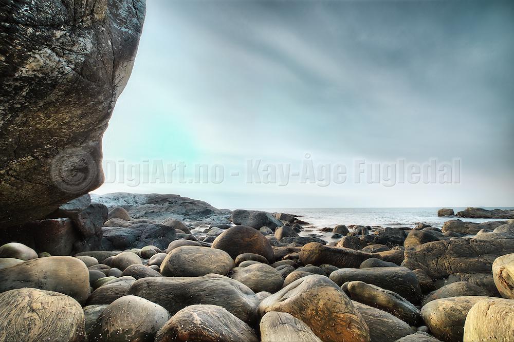 This image is from a shoreline nearby Ulsteinvik, Norway | Dette bildet er fra fjøra i nærheten av Ulsteinvik, Norge