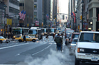 21 NOV 2003, NEW YORK/USA:<br /> Morgendliche Strassenszene, Manhatten, New York<br /> IMAGE: 20031121-02-035<br /> KEYWORDS: Strasse, Autos,