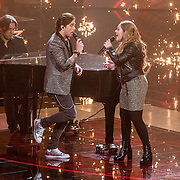 NLD/Hilversum//20170218 - Finale The Voice of Holland 2017, optreden winnares Pleun Bierbooms en coach Waylon