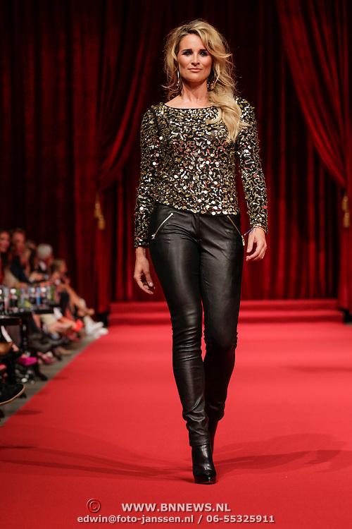 NLD/Amsterdam/20120910 - Modeshow Raak 2012 / 2013 Amsterdam, Lieke van Lexmond