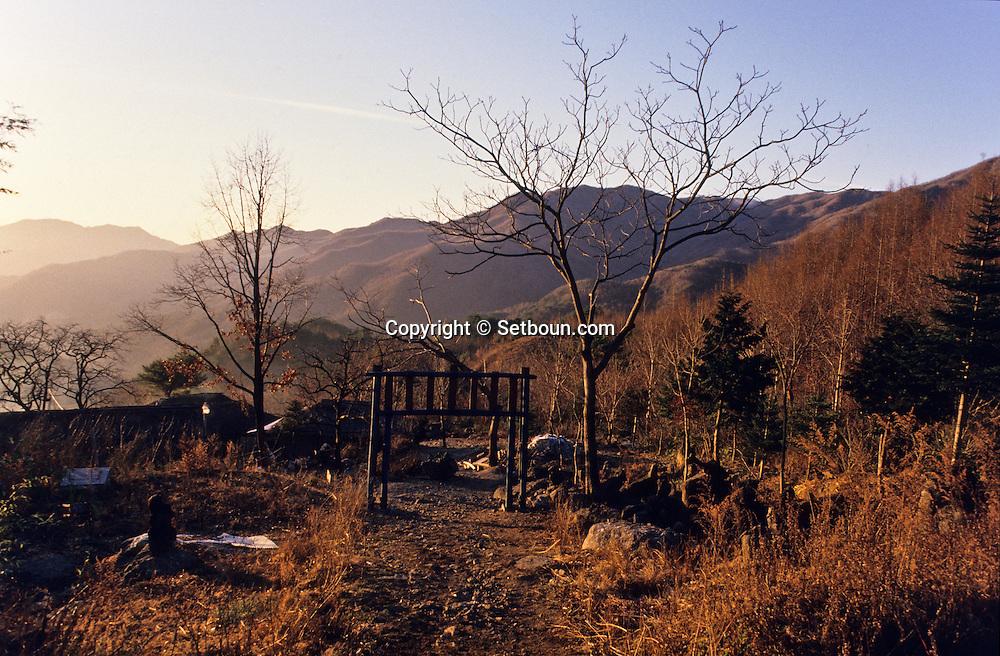 """traditional Confucianist village.  Seoul  Korea   village traditionnel confucianiste de Chonhakdong; SO FUNG SO l'aubergiste  hôtel la nature"""" ancien cultivateur""""  Chonhakdong  coree  //////R20131/    L0006893  /  R20131  /  P104902"""