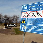 Duitse auto gevonden onder verdachte omstandigheden parkeerplaats Stichtse Strand Voorland Blaricum.politie, Gooi & Vechtstreek, recreatie,