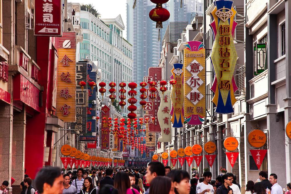 Crowds along the popular shopping area of Shang Jia Raod, Guangzhou.