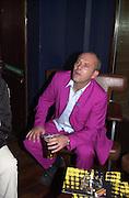 Keith Allen. RNIB Soundscape party at the Elbow Room. Chapel St. London N1. 1 March 2001. © Copyright Photograph by Dafydd Jones 66 Stockwell Park Rd. London SW9 0DA Tel 020 7733 0108 www.dafjones.com