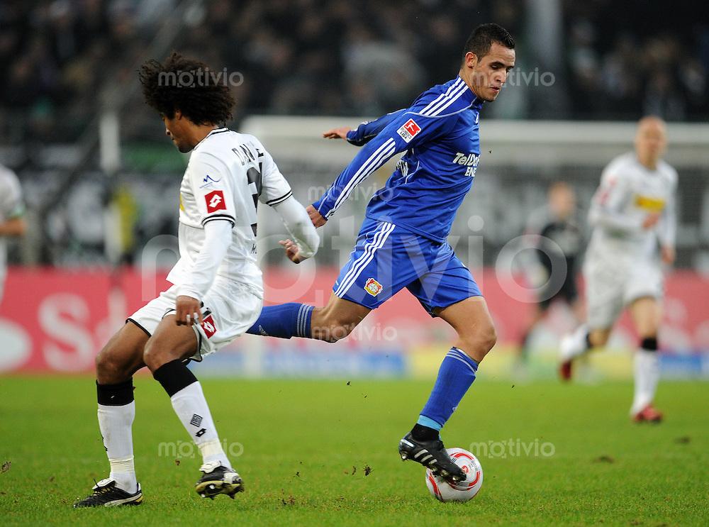 FUSSBALL   1. BUNDESLIGA   SAISON 2010/2010   19. Spieltag Borussia Moenchengladbach - Bayer 04 Leverkusen   23.01.2011 DANTE (li, Moenchengladbach) gegen Renato AUGUSTO (re, Leverkusen)