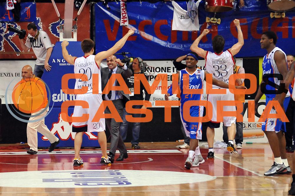 DESCRIZIONE : Biella Lega A 2010-11 Angelico Biella Enel Brindisi<br /> GIOCATORE : Marco Aloi Jeff Viggiano<br /> SQUADRA : Angelico Biella<br /> EVENTO : Campionato Lega A 2010-2011<br /> GARA : Angelico Biella Enel Brindisi<br /> DATA : 12/05/2011<br /> CATEGORIA : Esultanza<br /> SPORT : Pallacanestro<br /> AUTORE : Agenzia Ciamillo-Castoria/S.Ceretti<br /> Galleria : Lega Basket A 2010-2011<br /> Fotonotizia : Biella Lega A 2010-11 Angelico Biella Enel Brindisi<br /> Predefinita :