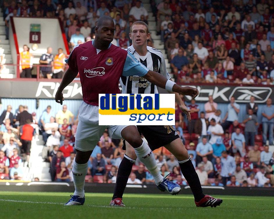 Photo: Olly Greenwood.<br />West Ham United v Newcastle United. The Barclays Premiership. 17/09/2006. West Ham's Marlon Harewood and Newcastle's Peter Ramage