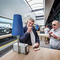 Nederland, Amsterdam, 14 juli 2016.<br /> Een kijkje In de keuken van het familiebdrijf FEBO.<br /> Febo is een snackbarketen in Nederland. De oprichter begon ooit als brood- en banketbakker.<br /> In 1942 werd Maison Febo (oorspronkelijk Bakkerij Febo) opgericht door Johan de Borst (1919-2008). Wat begon als een bakkerswinkel groeide uit tot een automatiek, waar De Borst zelfgemaakte kroketten verkocht.<br /> De naam 'Febo' is afgeleid van de Amsterdamse Ferdinand Bolstraat in de Pijp.<br /> Dagelijks worden de kroketten en burgers nog altijd volgens het authentieke recept van Opa de Borst dagvers bereid. Continu zorgt FEBO ervoor dat de producten nog steeds dezelfde kwaliteit hebben als vroeger.<br /> Dagelijks start FEBO s'ochtends heel vroeg met het maken van een ambachtelijke bouillon gemaakt van verse groenten om vervolgens een ragout te maken van het beste kwaliteitsvlees van 100% Nederlandse runderen uit de buurt. Iedere dag wordt van deze ragout de beroemde FEBO kroket gemaakt. De kroketten zijn dagvers en worden nooit ingevroren.<br /> Op de foto: Lekker eten op een tankstation of in een carwash blijft vaak een uitdaging. Hoe kun je van een noodzakelijk kwaad een ware experience maken? Loogman carwash Aalsmeer en FEBO hebben samen dé oplossing bedacht. Een dagvers kroketje uit de muur trekken terwijl je wacht.<br /> <br /> Netherlands, Amsterdam, July 14, 2016.<br /> A peek in the kitchen of the family company FEBO.<br /> Febo is a snack bar chain in the Netherlands. The founder started as a baker and confectioner.<br /> In 1942, Maison Febo (originally Bakery Febo) was founded by Johan de Borst (1919-2008). What began as a bakery grew into an automatic, where Johan Borst sold homemade croquettes. <br /> The name 'Febo' derives from the Amsterdam Ferdinand Bolstraat in the Pijp.<br /> The croquettes and meat burgers  are still produced with the authentic recipe of Grandfather Borst and prepared fresh every day. FEBO continuously ensures that the products s