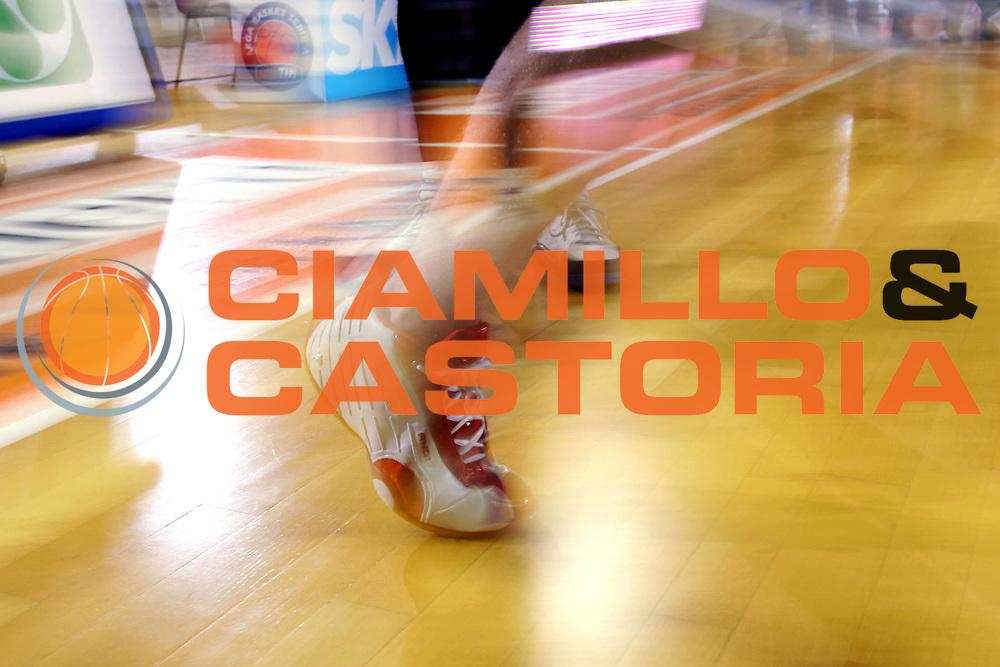 DESCRIZIONE : Udine Lega A1 2005-06 Snaidero Udine Air Avellino <br /> GIOCATORE : Scarpa And 1 <br /> SQUADRA : Air Avellino <br /> EVENTO : Campionato Lega A1 2005-2006 <br /> GARA : Snaidero Udine Air Avellino <br /> DATA : 13/11/2005 <br /> CATEGORIA : <br /> SPORT : Pallacanestro <br /> AUTORE : Agenzia Ciamillo-Castoria/S.Silvestri