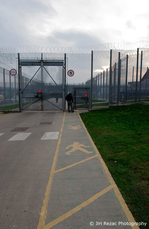 UK ENGLAND NOTTINGHAM 14DEC04 - Fences at HMP Lowdham Grange in Nottinghamshire. This newly-built prison is entirely run and controlled by private company Premier-Serco on contract from the Home Office since 1998. The facility holds over 500 Category-B and C inmates with an minimum sentence of 4 years.....jre/Photo by Jiri Rezac....© Jiri Rezac 2004....Contact: +44 (0) 7050 110 417..Mobile:  +44 (0) 7801 337 683..Office:  +44 (0) 20 8968 9635....Email:   jiri@jirirezac.com..Web:     www.jirirezac.com....© All images Jiri Rezac 2004 - All rights reserved.
