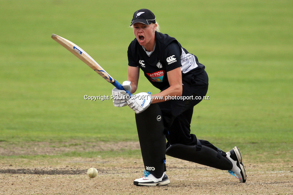 Kate Pulford in action, New Zealand White Ferns v Australia, Rosebowl cricket series, One day international, Queens Park, Invercargill. 7 March 2010. Photo: William Booth/PHOTOSPORT
