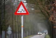 Nederland, Leur, 4-3-2012Tijdens de paddentrek is een waarschuwingsbord langs de weg geplaatst.Foto: Flip Franssen/Hollandse Hoogte