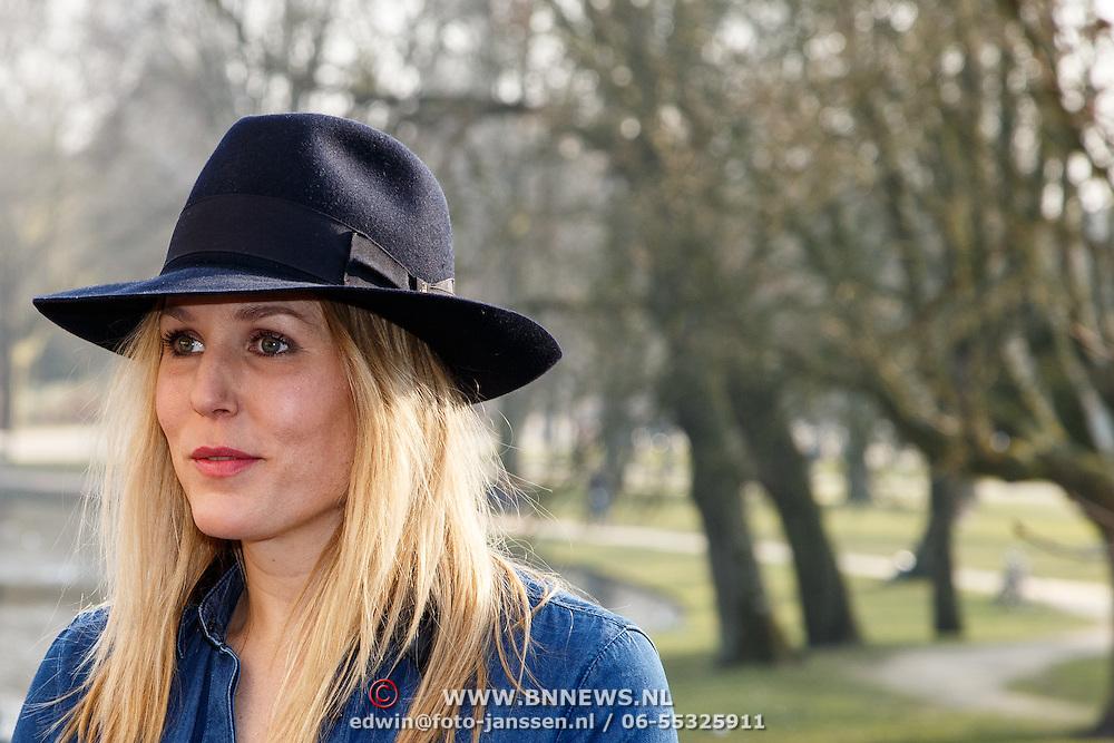 NLD/Amsterdam/20150217 - Castpresentatie de Helleveeg, actrice Hadewych Minis