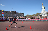 Wilson Kipsang of Kenya passes Buckingham Palace and the Victoria Memorial as they approach the finish of the Virgin Money London Marathon 2014<br /> on Sunday 13 April 2014<br /> Photo: Dave Shopland/Virgin Money London Marathon<br /> media@london-marathon.co.uk