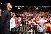 DESCRIZIONE :  Lega A 2014-15  EA7 Milano -Banco di Sardegna Sassari playoff Semifinale gara 5<br /> GIOCATORE : Danilo Gallinari tifosi EA7 Milano<br /> CATEGORIA : Low Ospite Tifosi<br /> SQUADRA : EA7 Milano<br /> EVENTO : PlayOff Semifinale gara 5<br /> GARA : EA7 Milano - Banco di Sardegna Sassari PlayOff Semifinale Gara 5<br /> DATA : 06/06/2015 <br /> SPORT : Pallacanestro <br /> AUTORE : Agenzia Ciamillo-Castoria/Richard Morgano<br /> Galleria : Lega Basket A 2014-2015 Fotonotizia : Milano Lega A 2014-15  EA7 Milano - Banco di Sardegna Sassari playoff Semifinale  gara 5<br /> Predefinita :