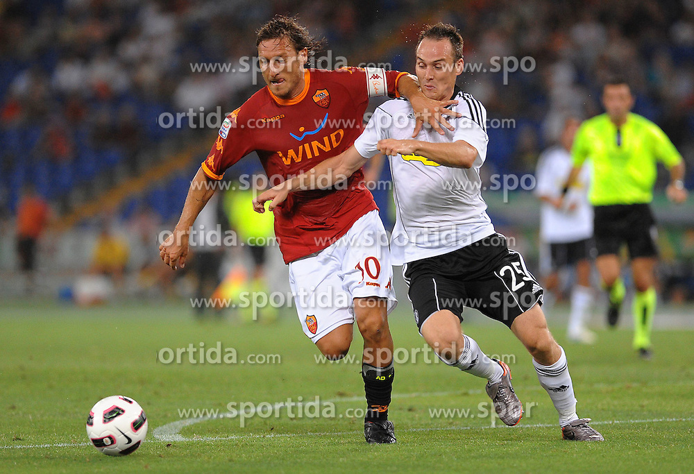 28.08.2010, Stadio Olimpico, Rom, ITA, Serie A, AS Rom vs Cesena, im Bild francesco totti (roma), EXPA Pictures © 2010, PhotoCredit: EXPA/ InsideFoto/ Massimo Oliva *** ATTENTION *** FOR AUSTRIA AND SLOVENIA USE ONLY! / SPORTIDA PHOTO AGENCY