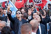 2013/04/19 Roma, manifestazioni in piazza Montecitorio durante il secondo giorno delle lezioni del Presidente della Repubblica. Nella foto due manifestanti.<br /> Rome, demo at Parliament Square, during second election day for the president of the republic. In the picture some right-wing protester make rude gesture to others - &copy; PIERPAOLO SCAVUZZO