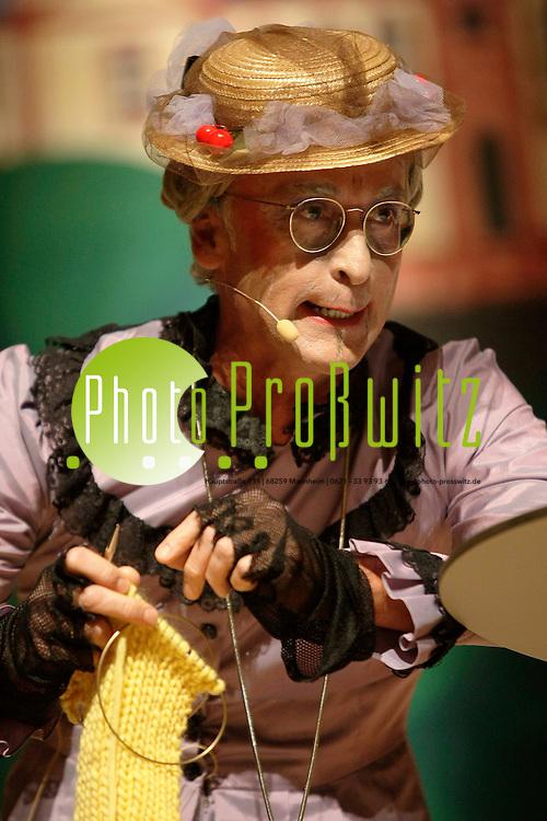 Mannheim. Rosengarten. Prunksitzug der Fr&uuml;hlich Pfalz. Fasnacht der Spitzenklasse. Tanzpaare und Garden des Traditionsvereins auf hohem Niveau. <br /> - Dr. Markus Weber. <br /> <br /> Bild: Markus Pro&szlig;witz / masterpress / images4.de<br /> <br /> ++++ Archivbilder und weitere Motive finden Sie auch in unserem OnlineArchiv. www.masterpress.org oder &uuml;ber das Metropolregion Rhein-Neckar Bildportal images4.de ++++