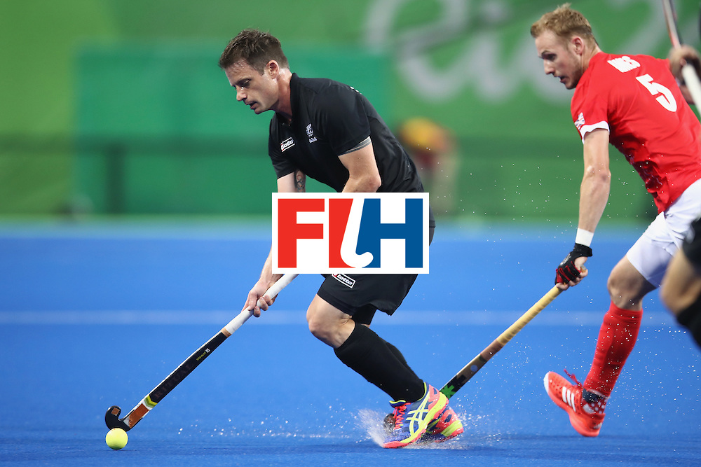 RIO DE JANEIRO, BRAZIL - AUGUST 07:  Shea Mcaleese of New Zealand runs the ball forward during the men's pool A match between Great Britain and New Zealand on Day 2 of the Rio 2016 Olympic Games at the Olympic Hockey Centre on August 7, 2016 in Rio de Janeiro, Brazil.  (Photo by Mark Kolbe/Getty Images)