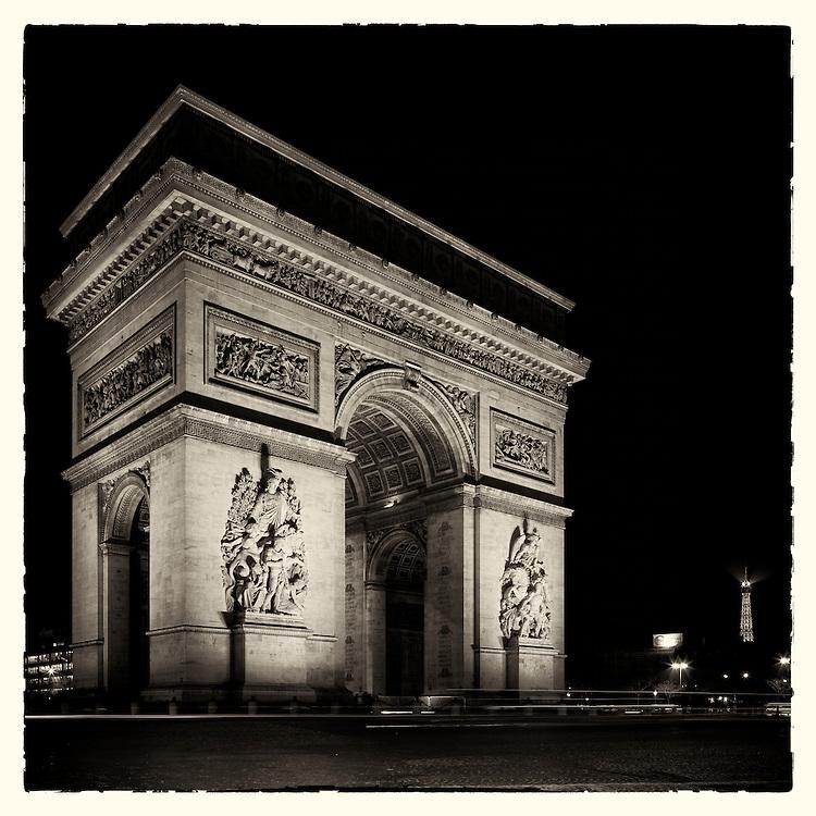 Arc de Triomphe, Paris, France at night